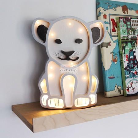 Lew lampka nocna z drewna w kolorze białym lub naturalnym LED