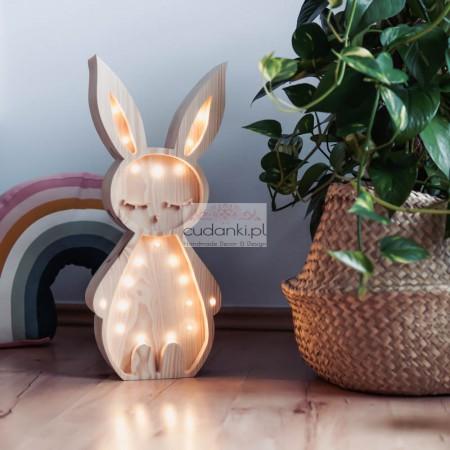 Drewniana Lampka Zając – widoczne drewno