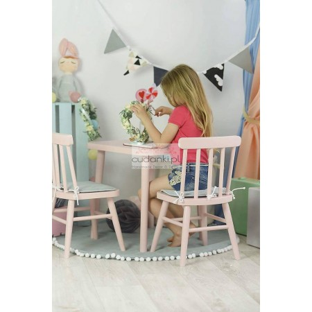 WOODEN VINTAGE CHAIR FOR KIDS