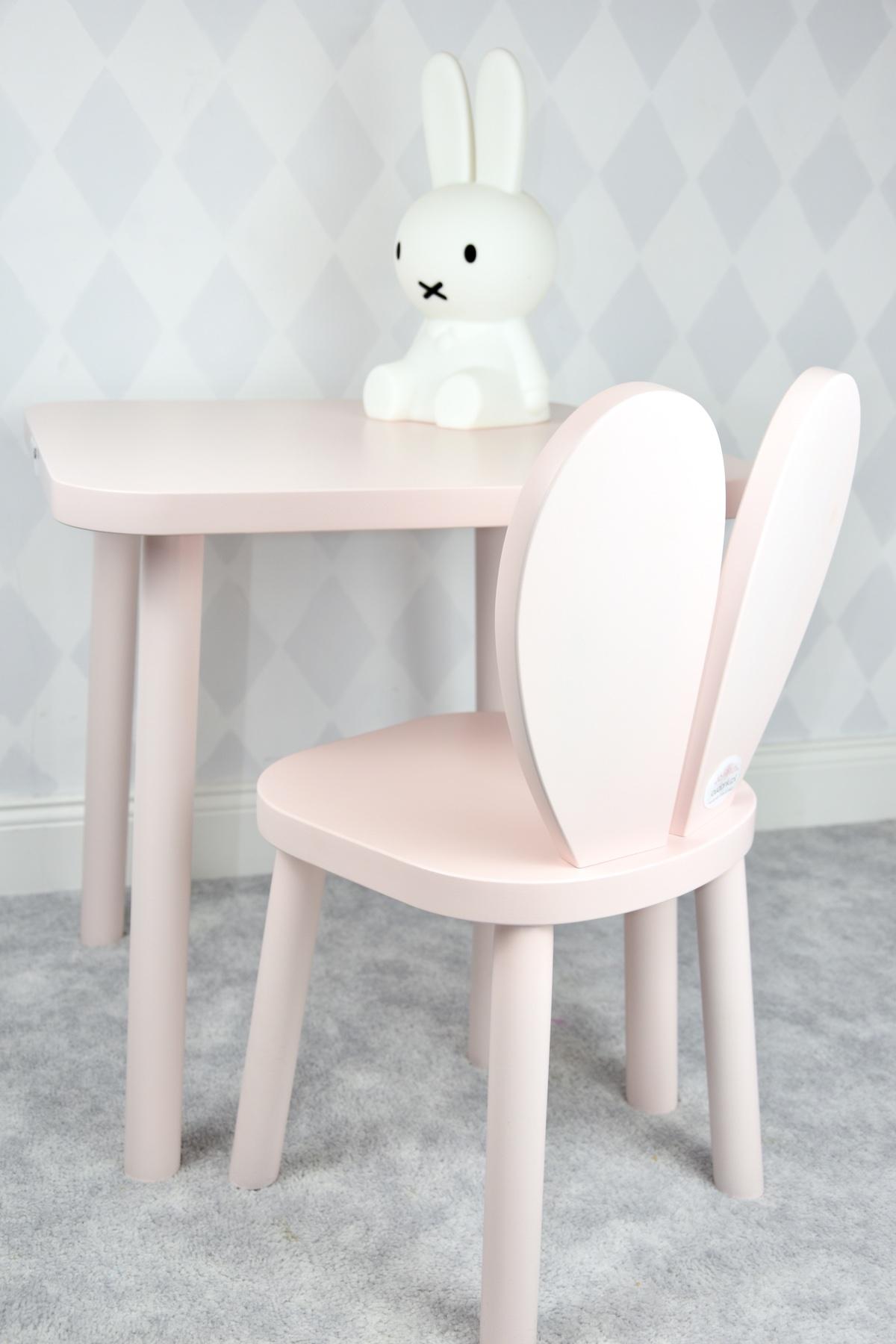 prosty drewniany stolik dla dzieci