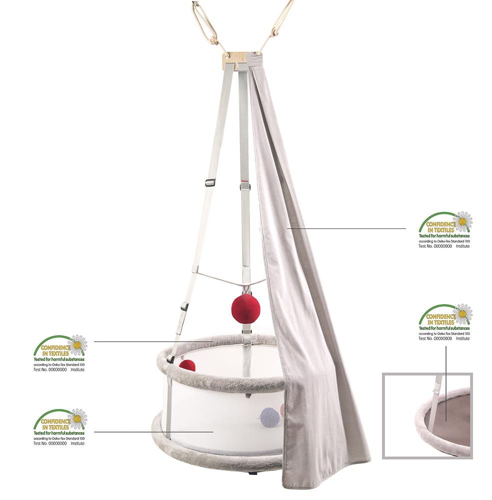 Komplet, w którym znajduje się Memola-multisensoryczna kołysko-huśtawka i akcesoria: zasłonka, moskitiera, pałąk na zabawki